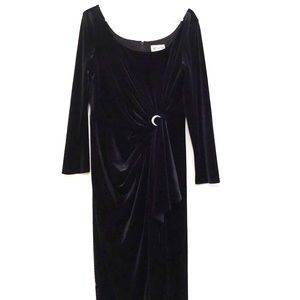 Vintage Black Velvet Evening Dress with Brooch
